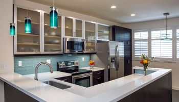 Hawaii Remodeler - A kitchen remodel mixes modern updates of stylishly good taste by Homeowners Design Center