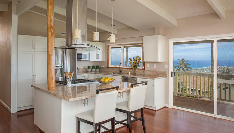Hawaii Remodeler - Video: Cramped kitchen gets airy & modern update by Homeowners Design Center
