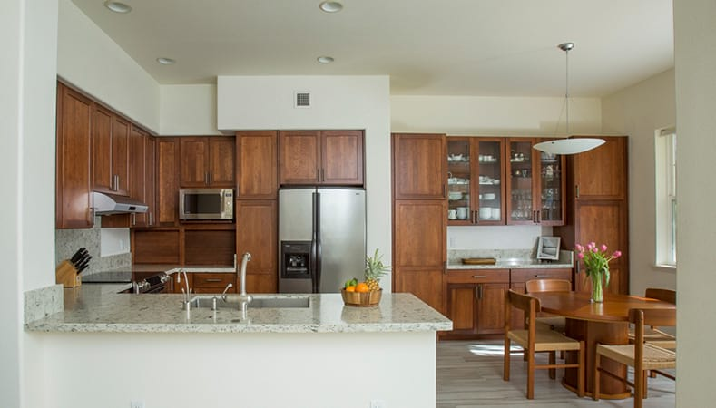 Hawaii Kitchen Remodeler – A kitchen remodel that would make mom and dad proud by Homeowners Design Center